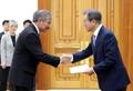 文大統領 駐韓米大使から信任状