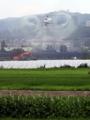稲田に農薬散布