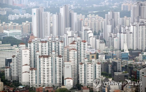 This file photo shows apartment buildings in the Gangnam ward in southern Seoul. (Yonhap)