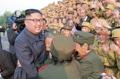 Kim Jong-un avec des anciens combattants