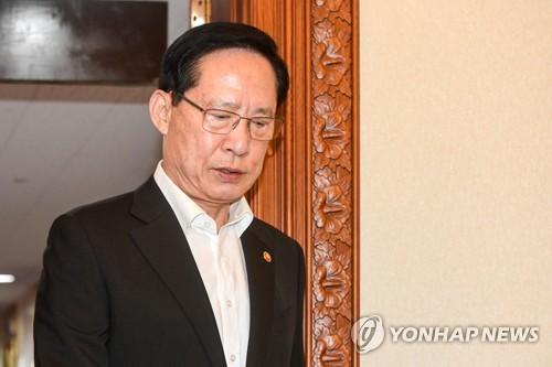 靑 송영무 거취 급선회한 바 없다…경질여부 미정 재확인