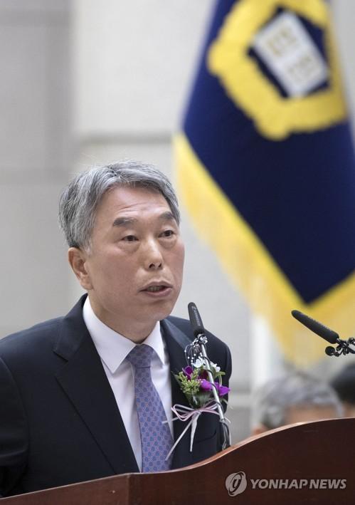 퇴임사하는 김창석 대법관