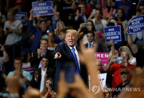 """트럼프, 자신 비판한 언론 '사설연대' 비난…""""가짜뉴스는 야당"""""""