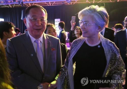 남북외교장관, ARF 만찬서 조우…리용호, 정식회담은 거부(종합)