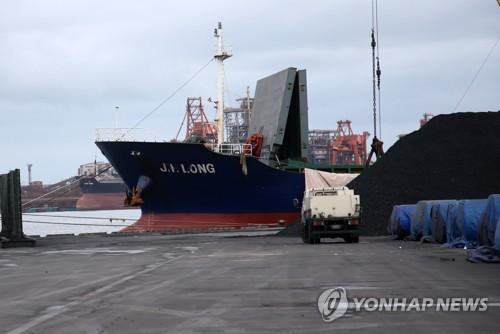 북한산 석탄 의심 운반선