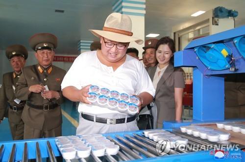 金正恩视察鱼酱工厂