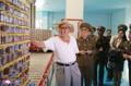 Kim Jong-un dans une usine de poissons saumurés