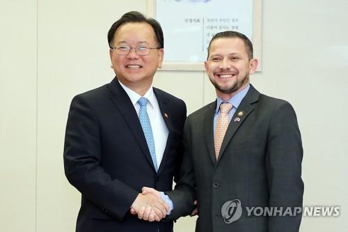 哥斯达黎加科技部长访韩