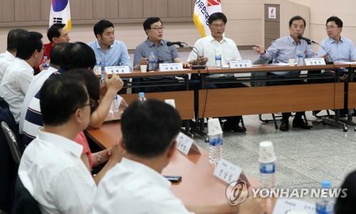 부산지역 지방선거 출마자 만난 김병준