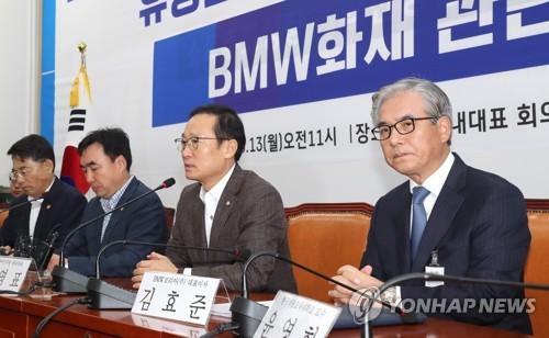 홍영표 발언 경청하는 김효준 BMW코리아 회장