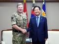 Líderes militares de Corea del Sur y el Reino Unido