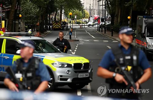 런던 차량돌진테러 용의자는 수단 출신 29세 남성