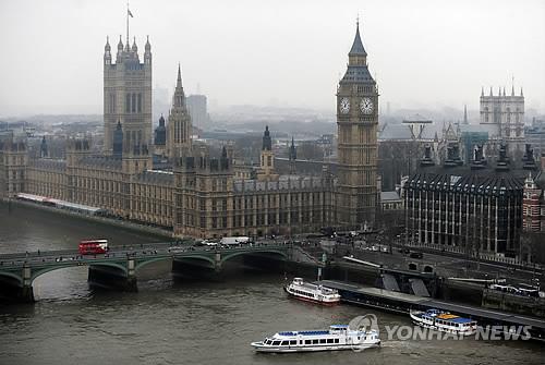 런던 의회 인근서 차량 돌진 사고…경찰, 테러 여부 조사