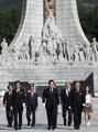 首相が国立墓地参拝