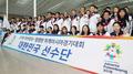 El grupo principal de atletas y funcionarios surcoreanos para los JJ. AA. se dirige hacia Indonesia