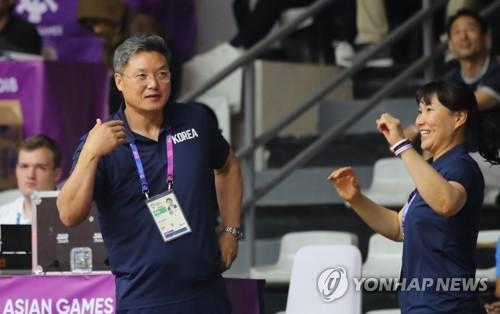 """[아시안게임] 여자농구 이문규 감독 """"첫 승 영광…우리 플레이는 안 나왔.."""