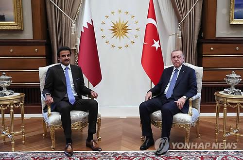 카타르, 금융위기 터키에 대규모 투자 약속…리라화 가치↑