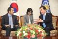 El PM Lee con el canciller de Catar
