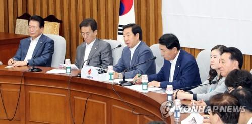 """한국 """"정부·여당은 '우이독경'…靑 경제라인 경질해야""""(종합)"""