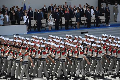 열병식 좋아하는 트럼프, 11월 파리 군사퍼레이드 참관하기로