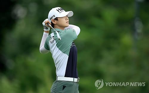 사흘 동안 19언더파 박성현·양희영, 2타차 2위(종합)