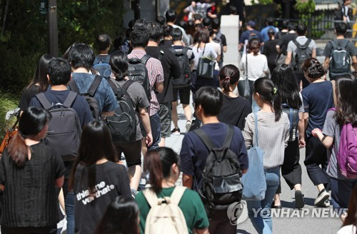 (Yonhap Feature) Young S. Koreans delay marriage amid economic uncertainties