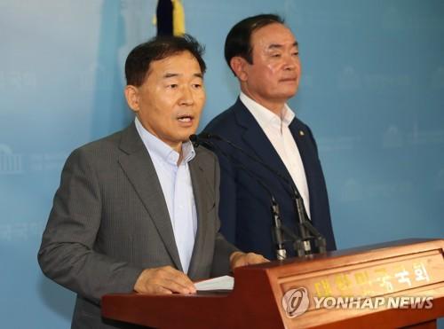 민주평화당 황주홍 의원(왼쪽)
