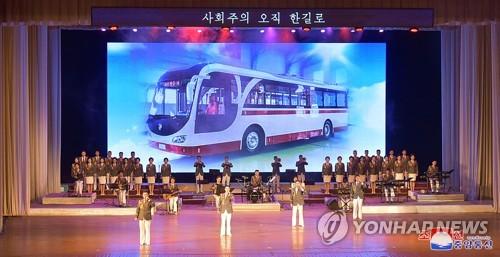 북한, '청년절' 기념 청년중앙예술선전대 공연 개최