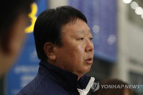 인터뷰하는 선동열 감독