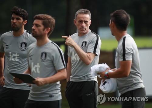벤투 감독과 코치들