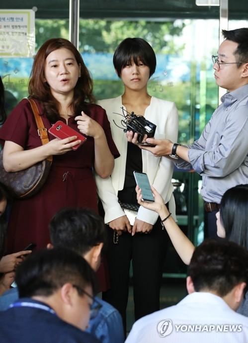 사진유출.강제추행 공판 방청한 피해자 양예원씨
