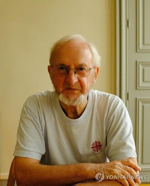 프랑스 파리외방전교회 사무총장 홍세안 신부