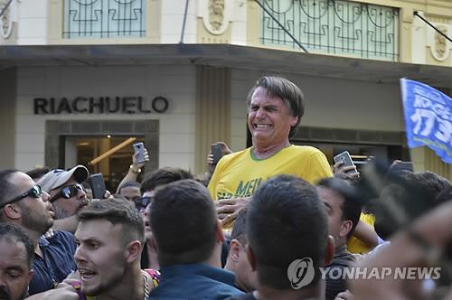 괴한의 칼에 찔린 브라질 대선 지지율 1위 후보