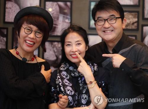 포즈 취하는 남궁옥분-김승현-민해경