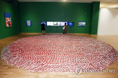 통일 염원…10만개 초코파이로 만든 작품