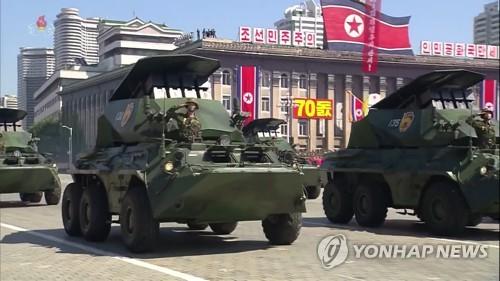 Un nuevo vehículo acorazado equipado con misiles antitanque es visto en un desfile militar en Pyongyang, el 9 de septiembre de 2018, conmemorando el 70º aniversario de la fundación de la nación en esta foto capturada de la Estación Central de Televisión de Corea del Norte (KCTV, según sus siglas en inglés). (Uso exclusivo dentro de Corea del Sur. Prohibida su distribución parcial o total)