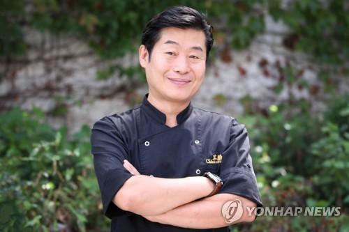 大厨李连福满面微笑