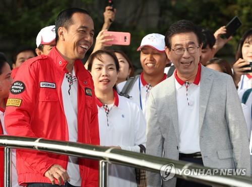 인도네시아 대통령의 청계천산책…2년3개월만에 복원, 놀랍다(종합)