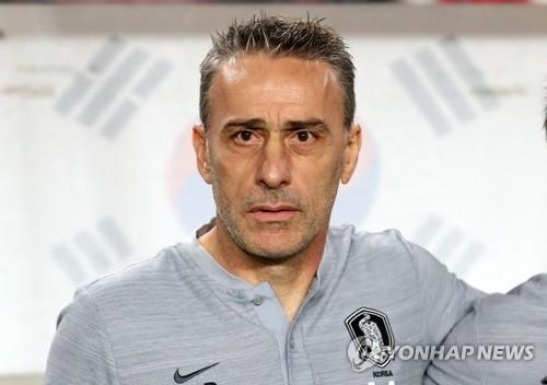 칠레전 직전의 파울루 벤투 감독