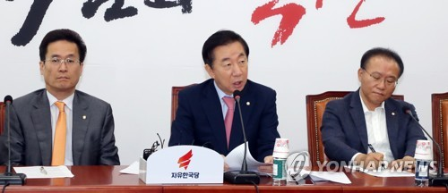 발언하는 김성태 원내대표