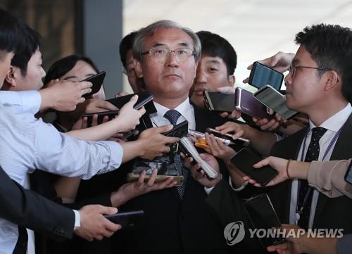 검찰 출석한 '재판개입 의혹' 이민걸 전 기조실장