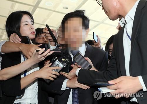 '재판개입 의혹' 김현석 수석재판연구관, 검찰 출석