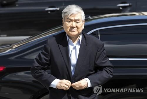 '회삿돈으로 자택경비' 조양호 회장, 경찰 출석