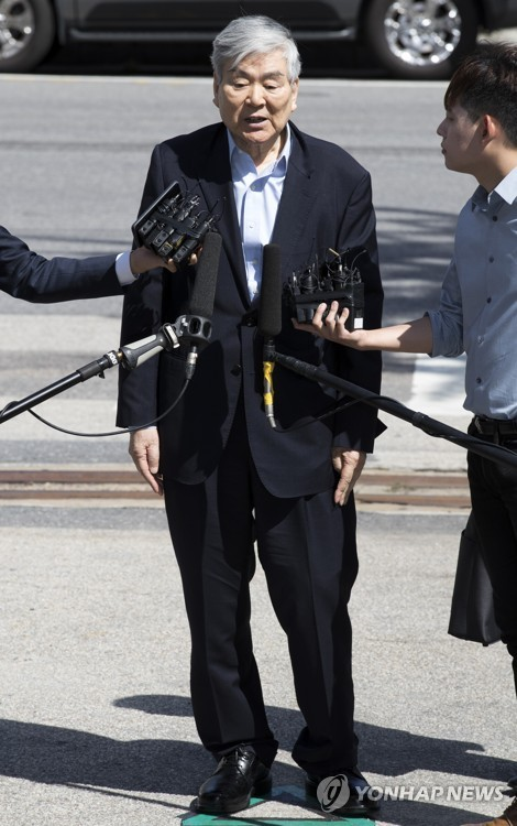 Korean Air Chairman Cho Yang-ho speaks to reporters after arriving at the Seoul Metropolitan Police Agency for questioning on Sept. 12, 2018. (Yonhap)