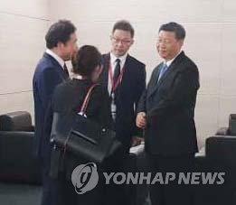 시진핑과 대화하는 이낙연 총리