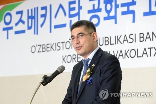 발언하는 우즈베크 고용노동부 장관