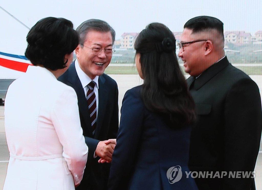 [평양정상회담] 인사 나누는 남북 정상 내외