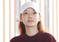 5시간 경찰 조사 마친 구하라, 검정 마스크 쓰고 '묵묵부답'