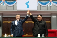 문대통령, 15만 北주민에 연설…15만 관중 기립박수