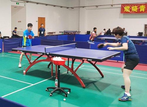 资料图片:9月4日,在北京国家残疾人体育训练院内,韩国(右)和朝鲜(左)国家残疾人乒乓球代表队选手开展练习赛。 (韩联社/大韩残疾人体育会供图)